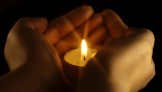 candle-in-hands_BN[1]