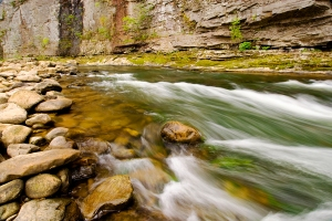 KY-Breaks-Interstate-Park-river-scene