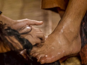 Mary_Anointing_Jesus__feet