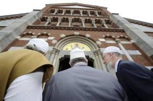 Reprepsentatives of the Muslim comunity go to Catholic Mass at Milan's Santa Maria